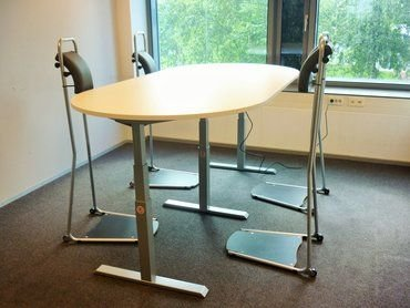 HAVING A MEETING WITH STAND4WORK AND THE S460XL TABLE