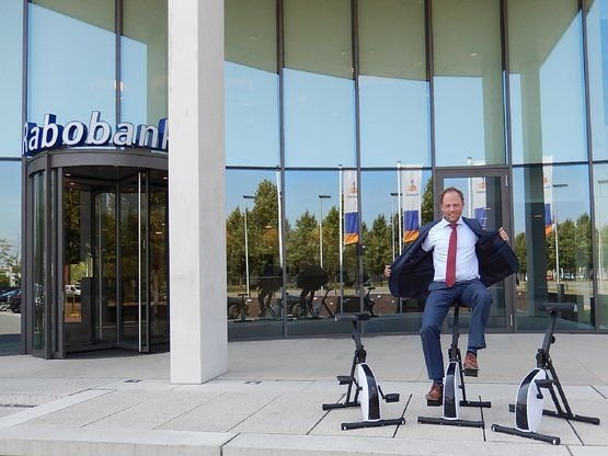 GERBEN DEMONSTRATES THE DESKBIKE IN FRONT OF THE RABOBANK