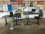 Table screen Screenz acoustic in between desks Worktrainer.com