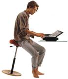stokke varier ergonomische stoel | balanskruk | wissel staan en zitten achter je bureau af | Worktrainer.nl