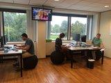 Werken op zitbal| ergonomische zitballen | blijf in beweging op werk | Worktrainer.nl