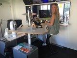 Sta bureau met bureaufiets van Worktrainer bij AvroTros | fietsen achter je bureau | Worktrainer.nl
