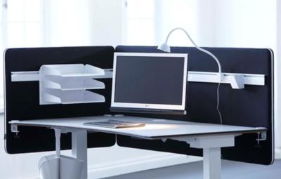 Metaal versterkt en akoestisch tussenscherm alle accessoires bij je zit-sta bureau koop je online bij Worktrainer.nl